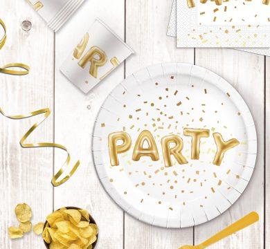 piatti bicchieri e tovaglioli per festa di capodanno