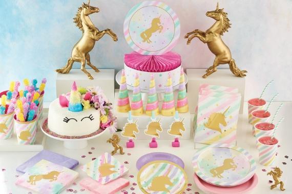 tavola imbandita festa a tema unicorni