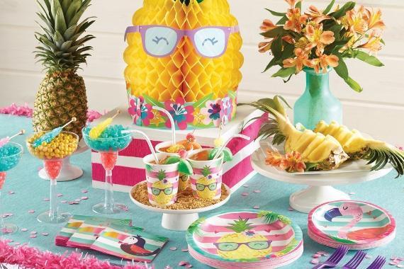 tavola imbandita festa tema Hawaii