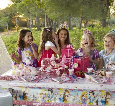 bambine festa a tema cartone animati