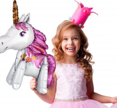 bambina con palloncino tema unicorni