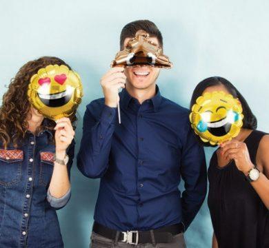 articoli per festa a tema emoji